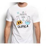 Camiseta Hombre Lo nuestro tiene química